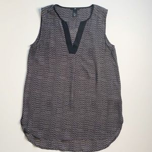 H&M BLACK AND WHITE SLEEVELESS BLOUSE